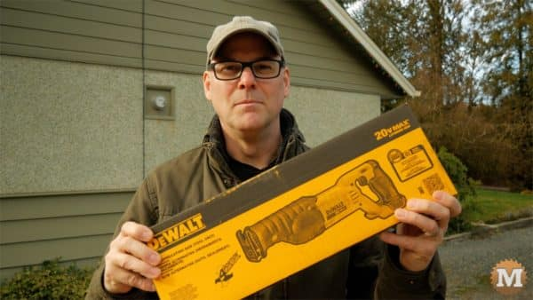 Pruning reciprocating saw dewalt box