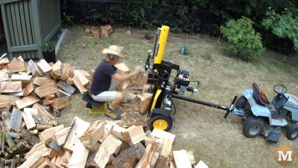 Splitting some dry fir rounds