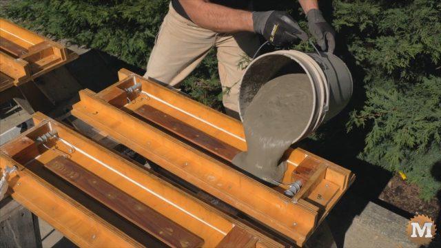 Pouring aircrete into the mold