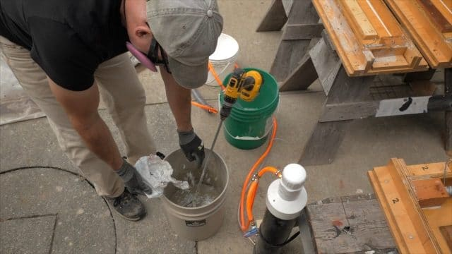 Adding small amount of glass fiber to CSA cement slurry