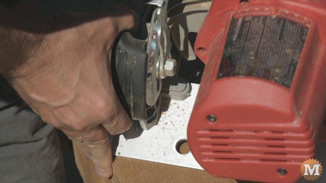 Setting circular saw to 30 degrees